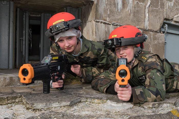 Lasergamen-voor-jongens-en-meisjes-tussen-de-8-en-16-jaar_liggend